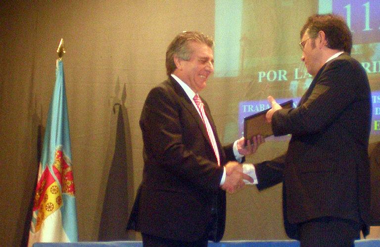 Sergio Cerezal, director de Grupo Norte Seguridad, recoge el premio.