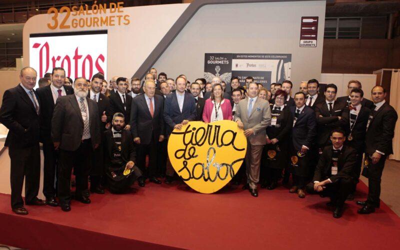Foto de familia del Campeonato de España de Sumilleres, celebrado en el Salón de