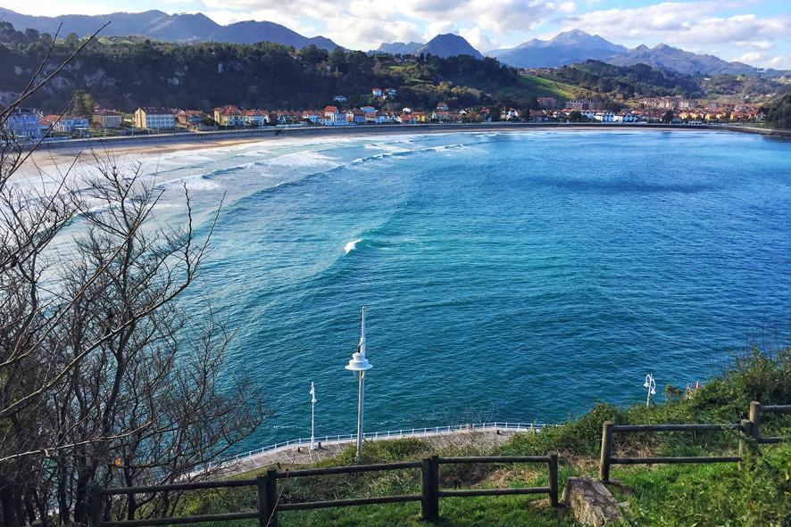 l Hotel Villa Rosario se levanta en el paseo marítimo de Ribadesella (Asturias).