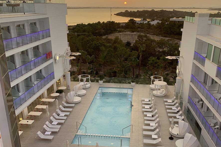 Ocaso en el Hotel Five Flowers Hotel&Spa, cuya terraza superior ofrece las mejor