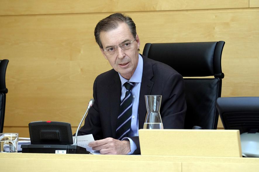 Germán Barrios, consejero de Empleo e Industria, en el centro del grupo, clausur