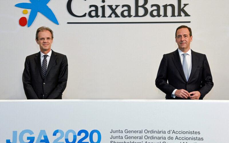 De izquierda a derecha, Jordi Gual, presidente de CaixaBank, y Gonzalo Gortázar,
