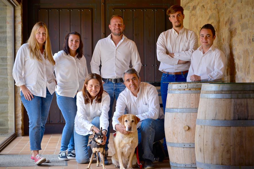 María José Galera y Miguel Ángel Alonso, fundadores, con su equipo humano.