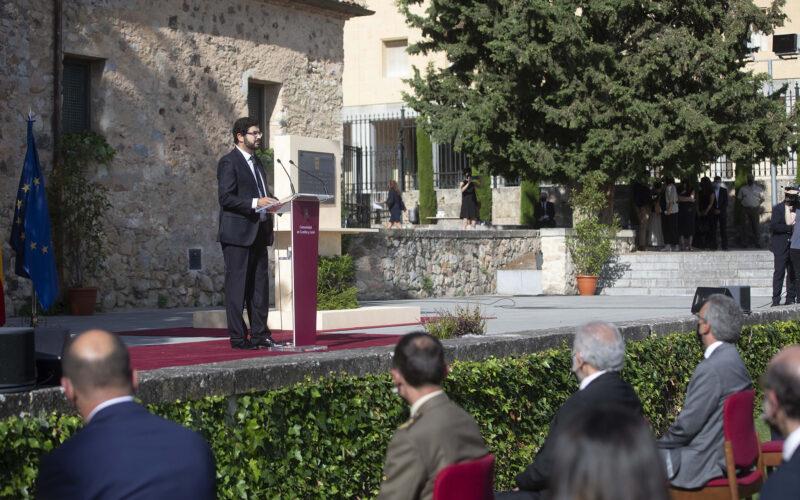 Eduardo Estévez pronuncia su discurso en el acto del Homenaje de Castilla y León