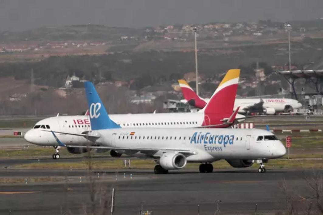 Aviones de Iberia y Air Europa.