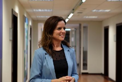 Carlota Amigo, consejera de Empleo e Industria, ayuda, subvención, ONG.