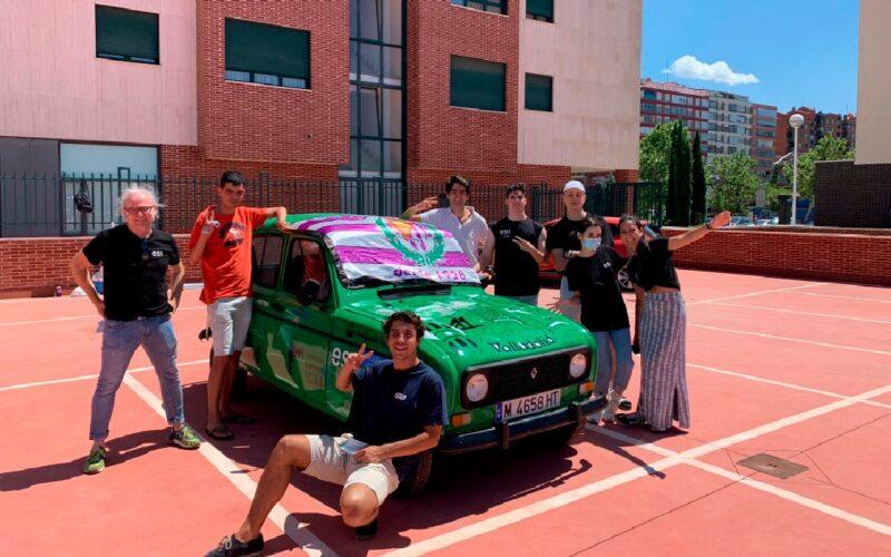 alumnos de esi diseñan en el frontal del coche aspectos significativos de valladolid.