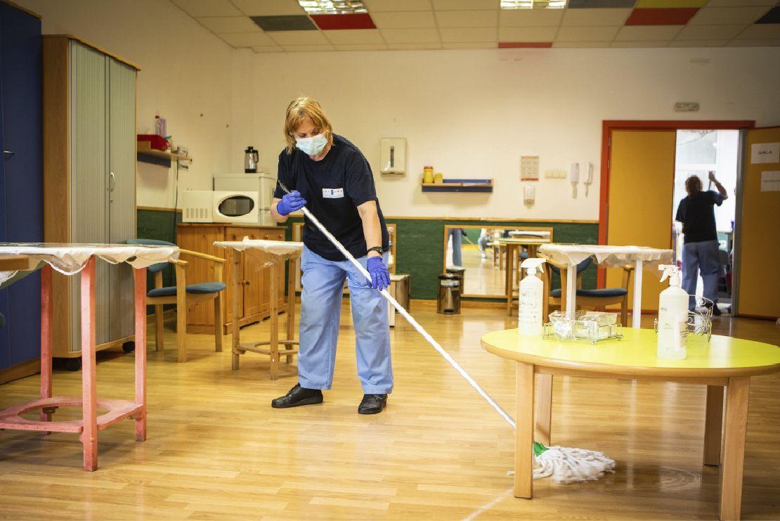 trabajadora limpieza