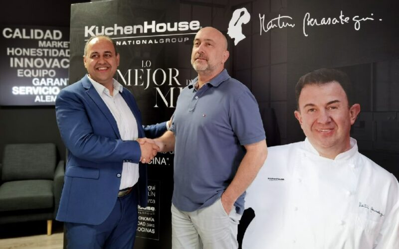 bartolomé marín, director comercial de küchenHouse y julio tomás de armas, gerente de küchenHouse tenerife.