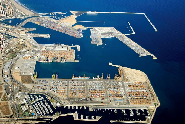 Vista aérea del puerto de valencia