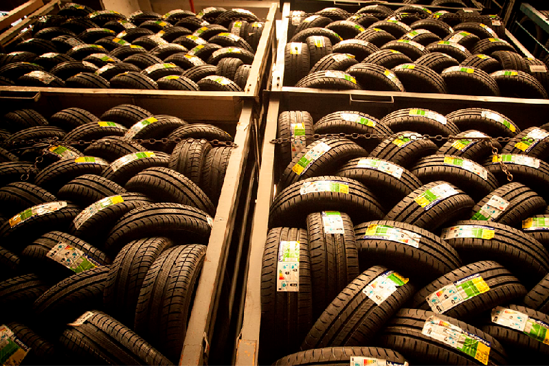Almacén de neumáticos del Grupo Andrés