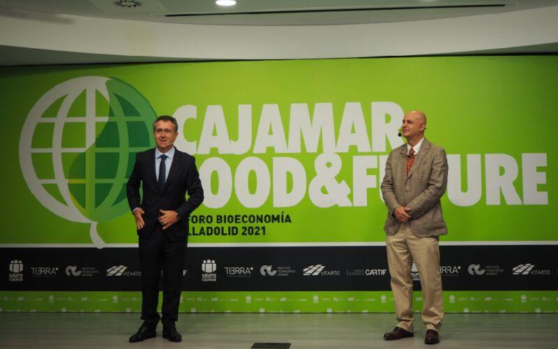 Eduardo Baamonde, presidente de Cajamar; y Jorge Llorente, viceconsejero de Desarrollo Rural de la Junta de Castilla y León