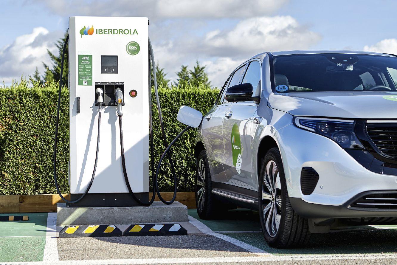 El acuerdo implica que las compañías asociadas se puedan beneficiar de ventajas en la instalación de puntos de recarga para vehículos eléctricos
