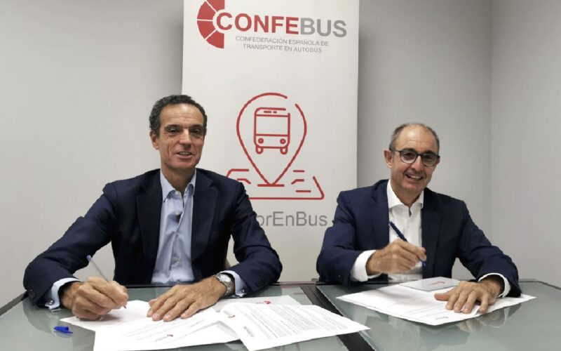 Rafael Barbadillo, presidente de Confebus; y Pedro Pisonero, director general de Iberaval.