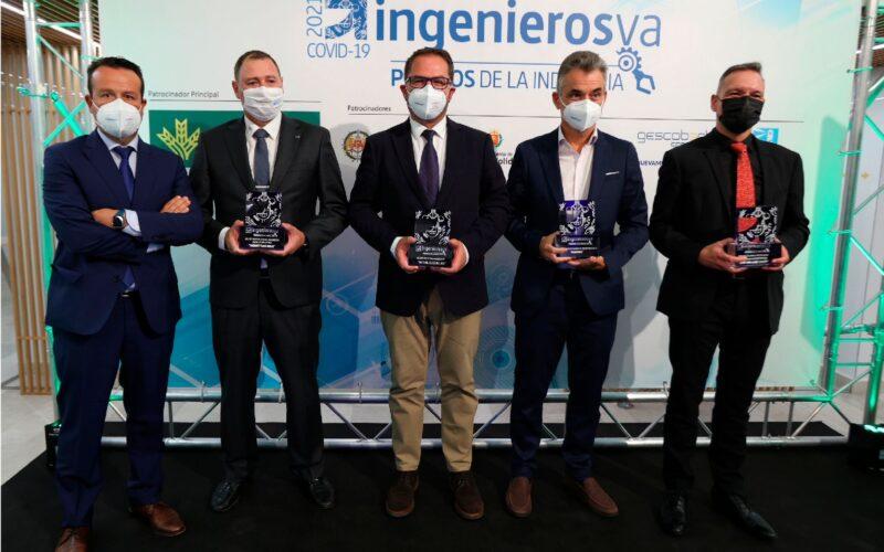 Foto de familia de los premiados en IngenierosVA