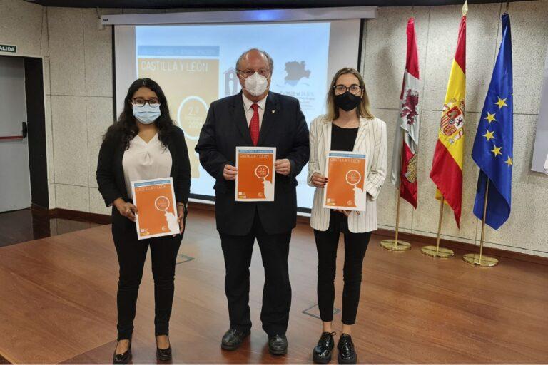 De izquierda a derecha, Margarita Guerrero, vicepresidenta del Consejo de la Juventud de España; Enrique Cabero, presidente del Consejo Económico y Social de Castilla y León; y Sandra Amez, presidenta del Consejo de la Juventud de Castilla y León.