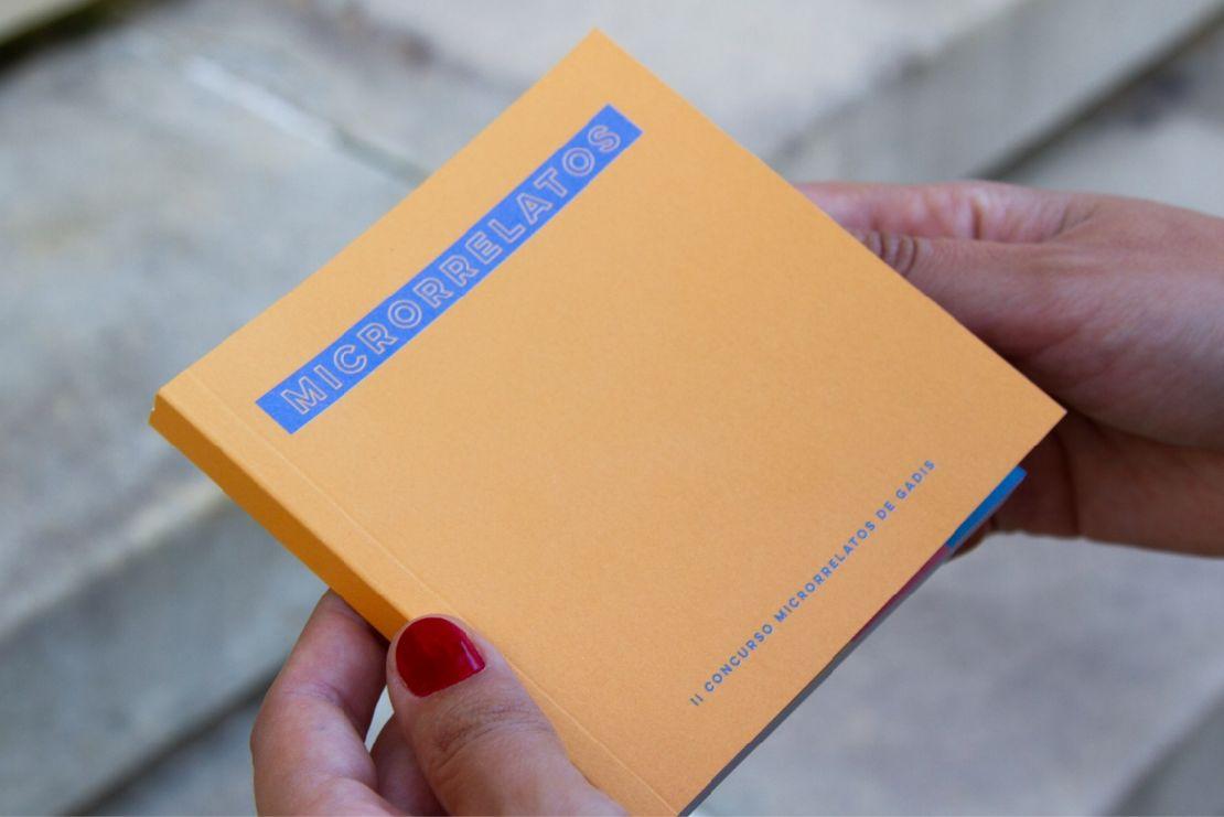 Libro de microrrelatos de Gadis.